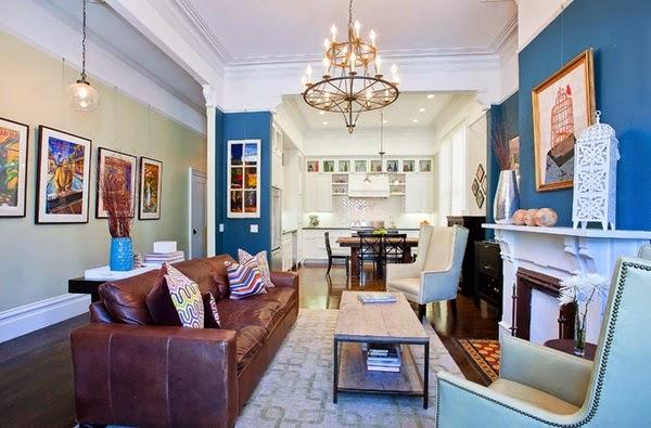 dark blue couch in living room movable tv stand furniture décoration salon avec la combinaison marron et bleu ...