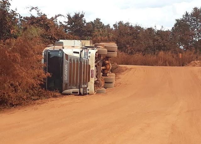 Falta de sinalização causa tombamento de bi trem na BR-158 próximo a fazenda Rio Preto
