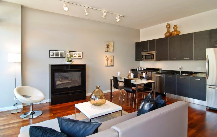 Ruang keluarga dan dapur jadi satu bergaya modern