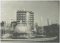 Una fuente monumental (foto diurna)