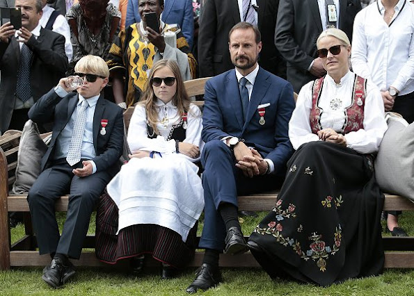 Crown Princess Mette-Marit, Crown Prince Haakon, Princess Ingrid Alxeandra, Prince Sverre Magnus and Princess Astrid