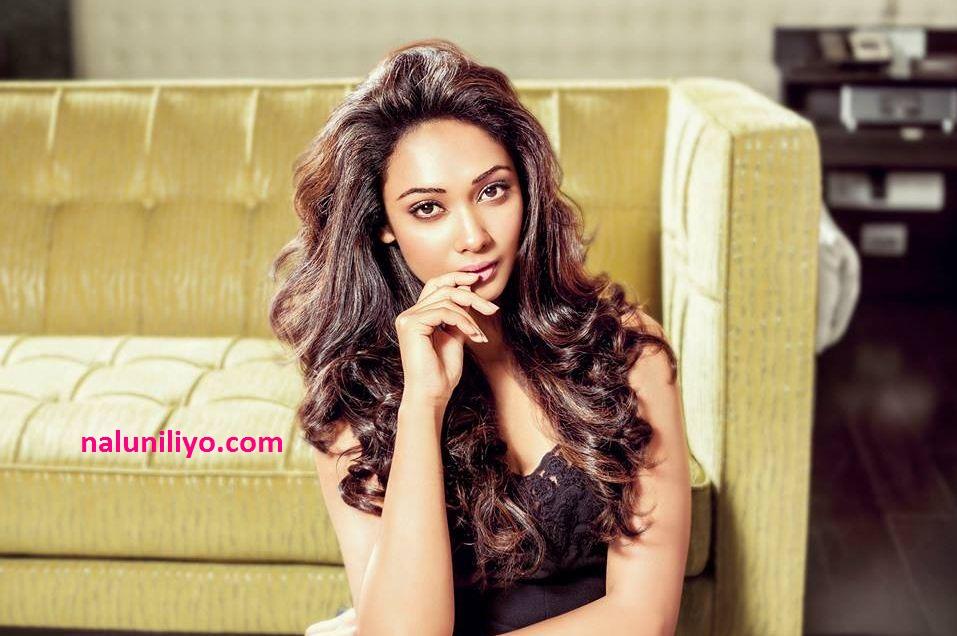 Sri lankan actress Yureni Noshika hot
