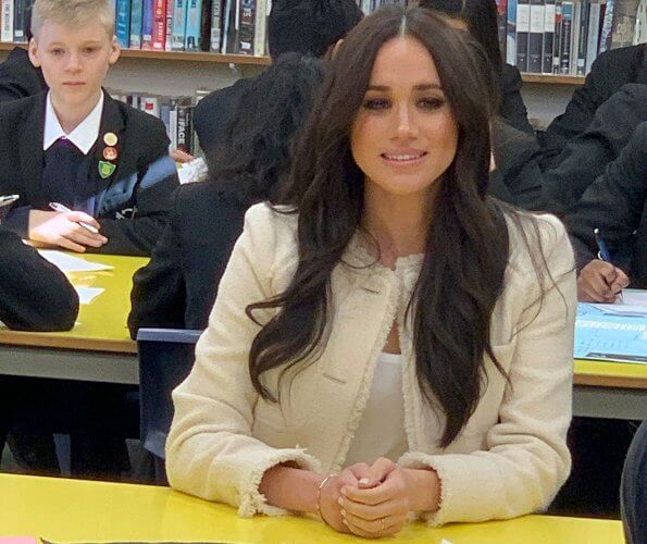 Meghan Markle wore Me+Em belted fringe jacket, Kismet by Milka necklace, Chamandi Lorenzo pumps, Rejina Pyo bag