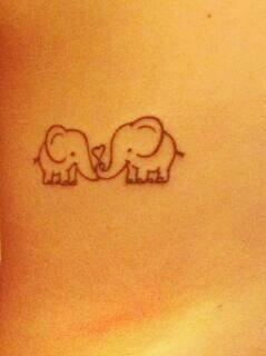 Tatuaje pequeño de elefantes
