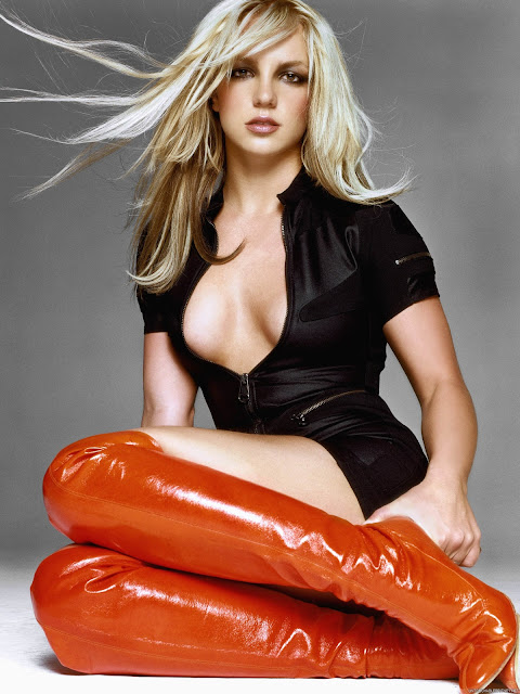 Britney Spears med røde støvler