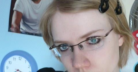 Nerdy Girl: New glasses!!! :3