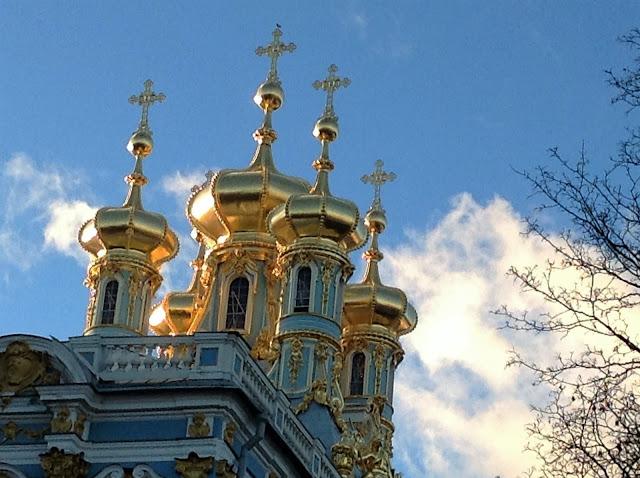 Картинки по запросу храм соградой и золотыми куполами