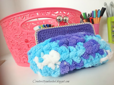 Crochet purse with clasp and chenille yarn