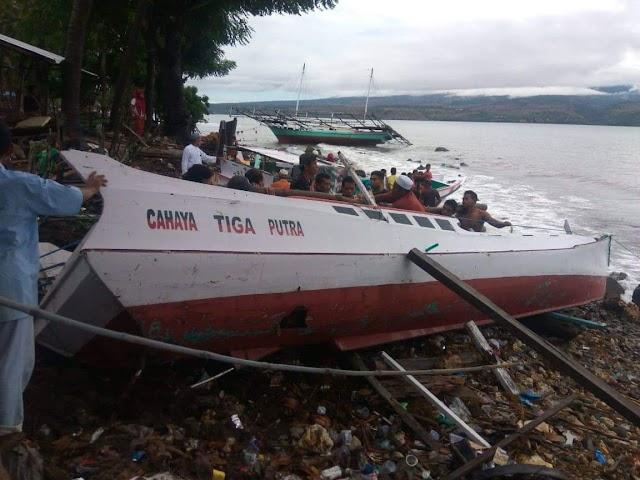 Angin Kencang dan Ombak Tinggi Tenggelamkan Bagang dan Boat Nelayan Kolo