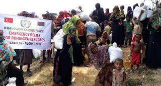 عشرات المدنيين يهربون من ميانمار إلى بنغلاديش