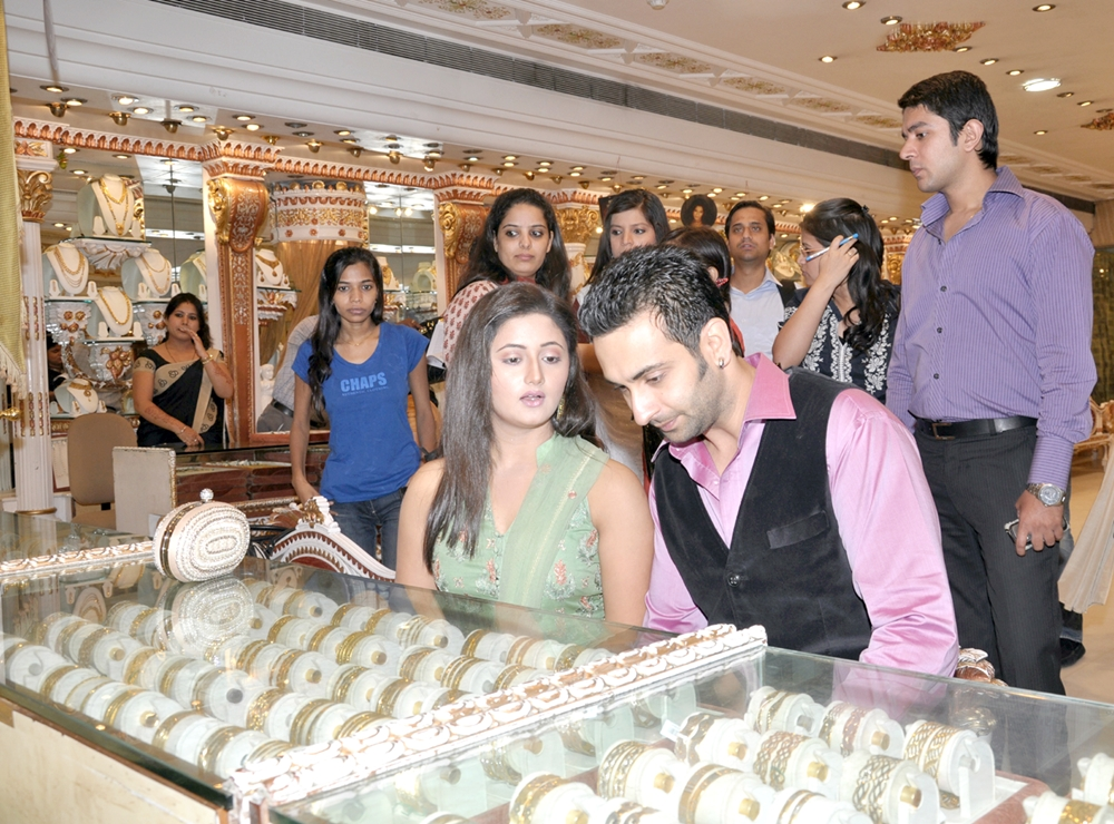 Dwarka Parichay News - Info Services: The World Gold Council Celebrates India's love affair with ... - photo#14