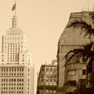 O Prédio do Banespa, à Esquerda, no centro de São Paulo
