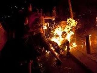 pelaku begal dibakar