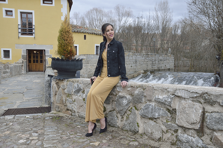 yellow_jumpsuit_trends_gallery_outfit_black_denim_jacket_look