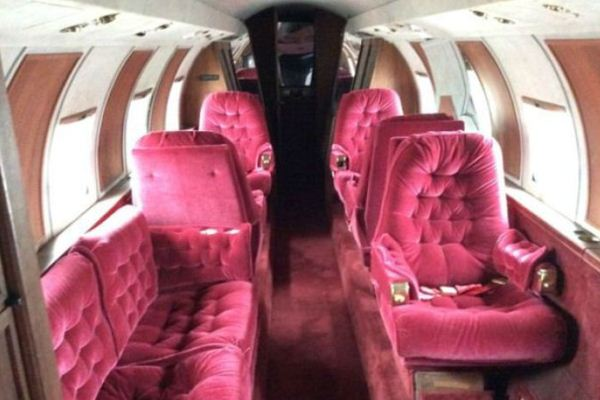 Interior pesawat pribadi Elvis Presley