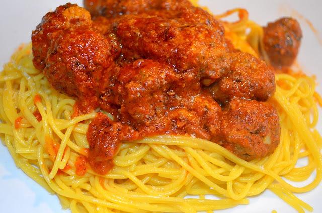 Spaghetti aux boulettes de viande épicée à la marocaine