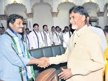 AP News Switching MLAs from YSRCP to TDP (CBN Vs JMR)