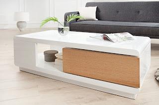 Luxusní stolek v kombinaci s bílou a dubem.