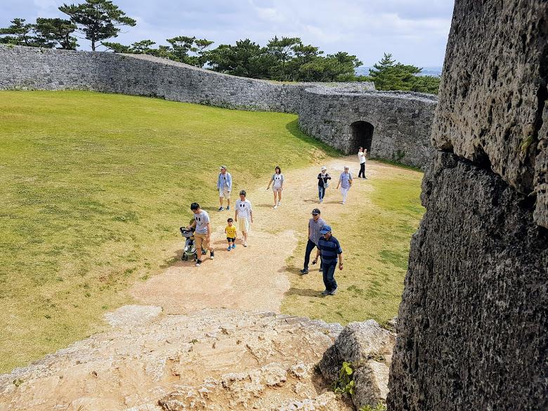 陸陸續續還是有不少遊客來這參觀