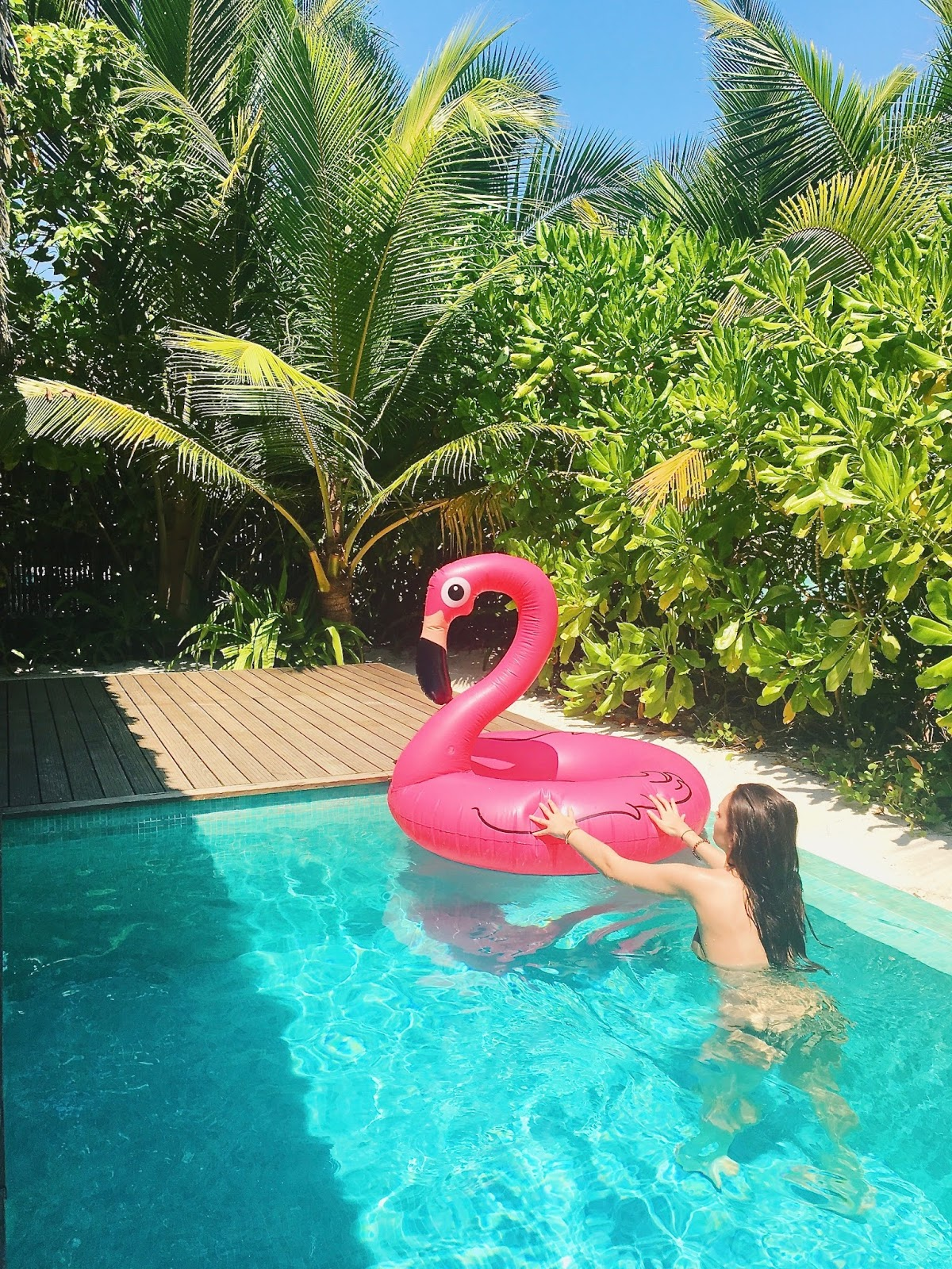maldives inflatable flamingo peexo