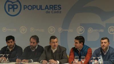 Sanz con los presidentes locales del PP de Cádiz