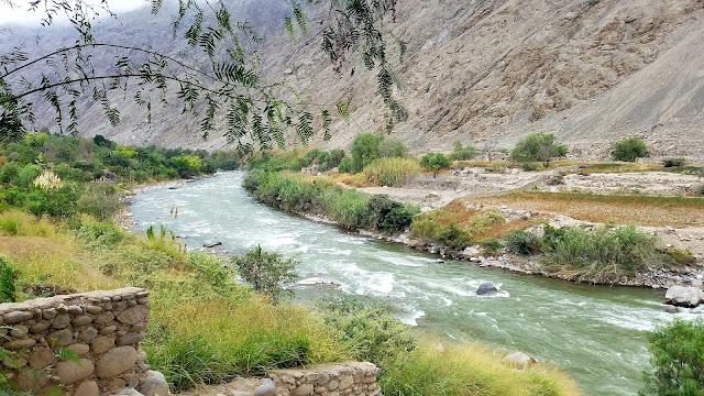 Como viajar para o destino aventura de Lunahuana no Perú rafting trip river