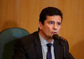 EX-MINISTRO DE PORTUGAL CHAMA MORO DE INDIGNO