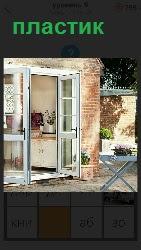 входные двери в помещение сделаны из пластика