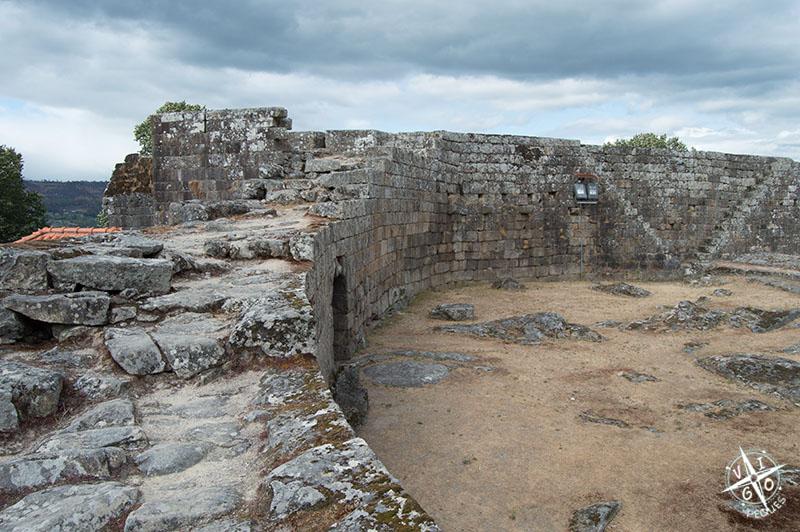 Murallas de la Torre del homenaje en Melgaço