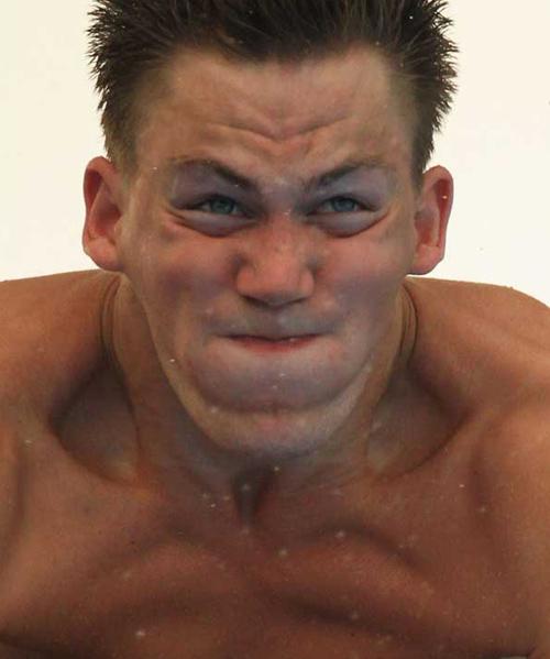 Cười đau bụng với vẻ mặt của các vận động viên thể thao