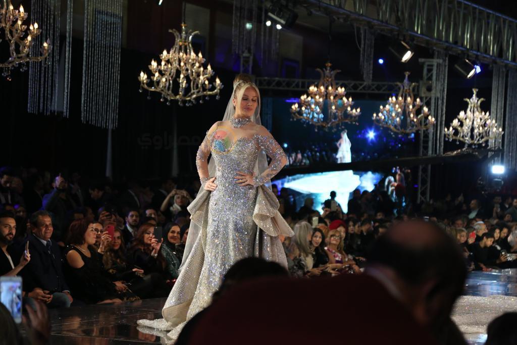 شاهد تعليق خبيرة الموضة على فستان نيكول سابا المرصع بالألماس بـ10 ملايين دولار..