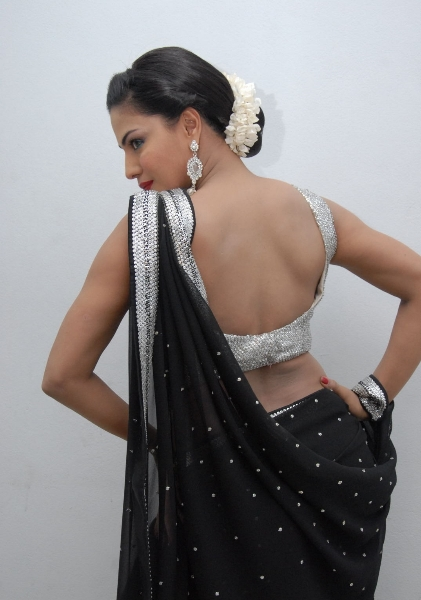 10fbf983863ce9 Veena Malik is a Pakistani actress, model, singer, and comedienne. Over a  span of ten years, she has worked with news serials and movies.