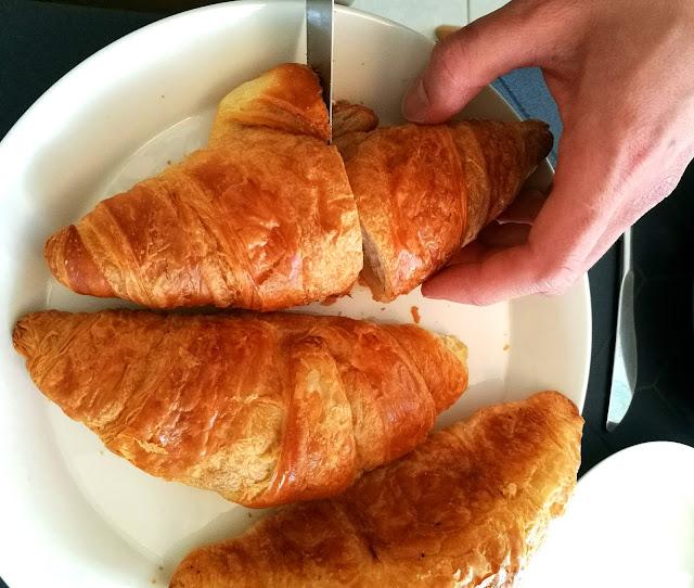 Saippuakuplia olohuoneessa- blogi. Vappu, Brunssi, Croissant