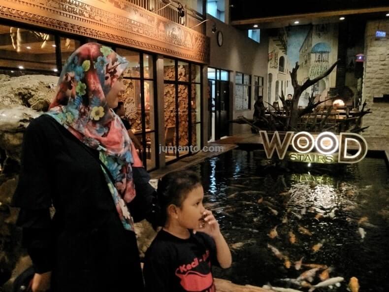 wood stairs tempat makan di bandar lampung