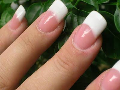 3 Recettes naturelles pour blanchir ses ongles .