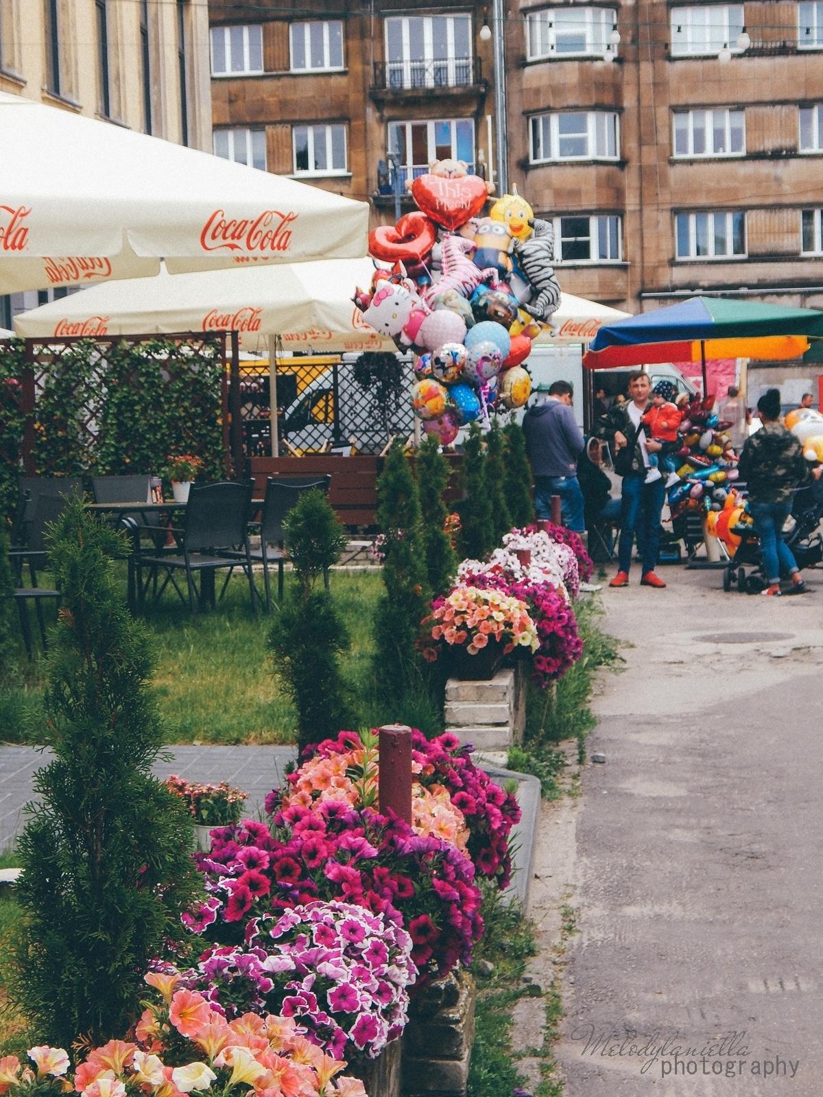 5 XV Łódź Street Food Festival. Uliczna uczta przy Piotrkowskiej 217 before food market lato co zjeść food truck festival łódź bangkok lody tajskie chińskie pierożki na parze baklava tacos kiełbasiarnia kofola