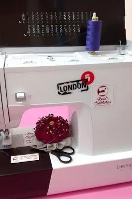 Máquina de coser multipunto con 28 puntadas, ojal automático, enhebrado automático, 6 prensatelas