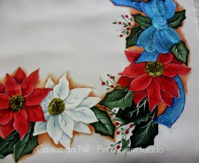 pintura em tecido natalina flores bico de papagaio com laço azul