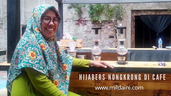 Hijabers Nongkrong di Cafe