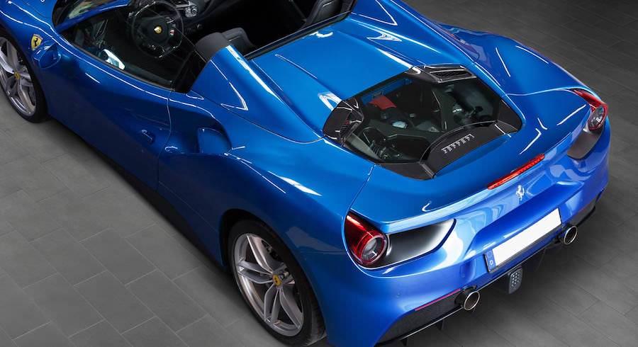 フェラーリの上からの高画質壁紙です。