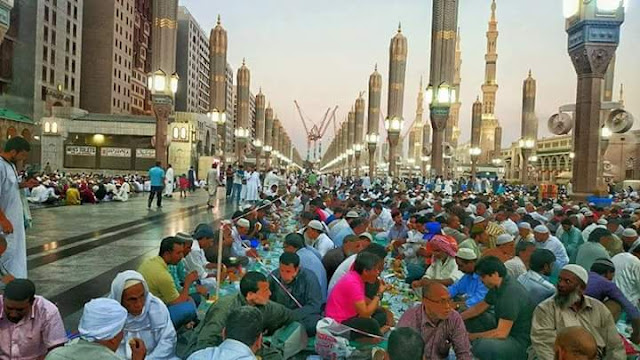 buka puasa terbesar di dunia di masjid nabawi madinah