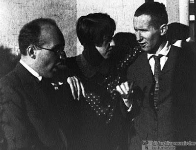 Kurt Weill, Lotte Lenya and Bertolt Brecht in 1930 (© Bildarchiv Preußischer Kulturbesitz)