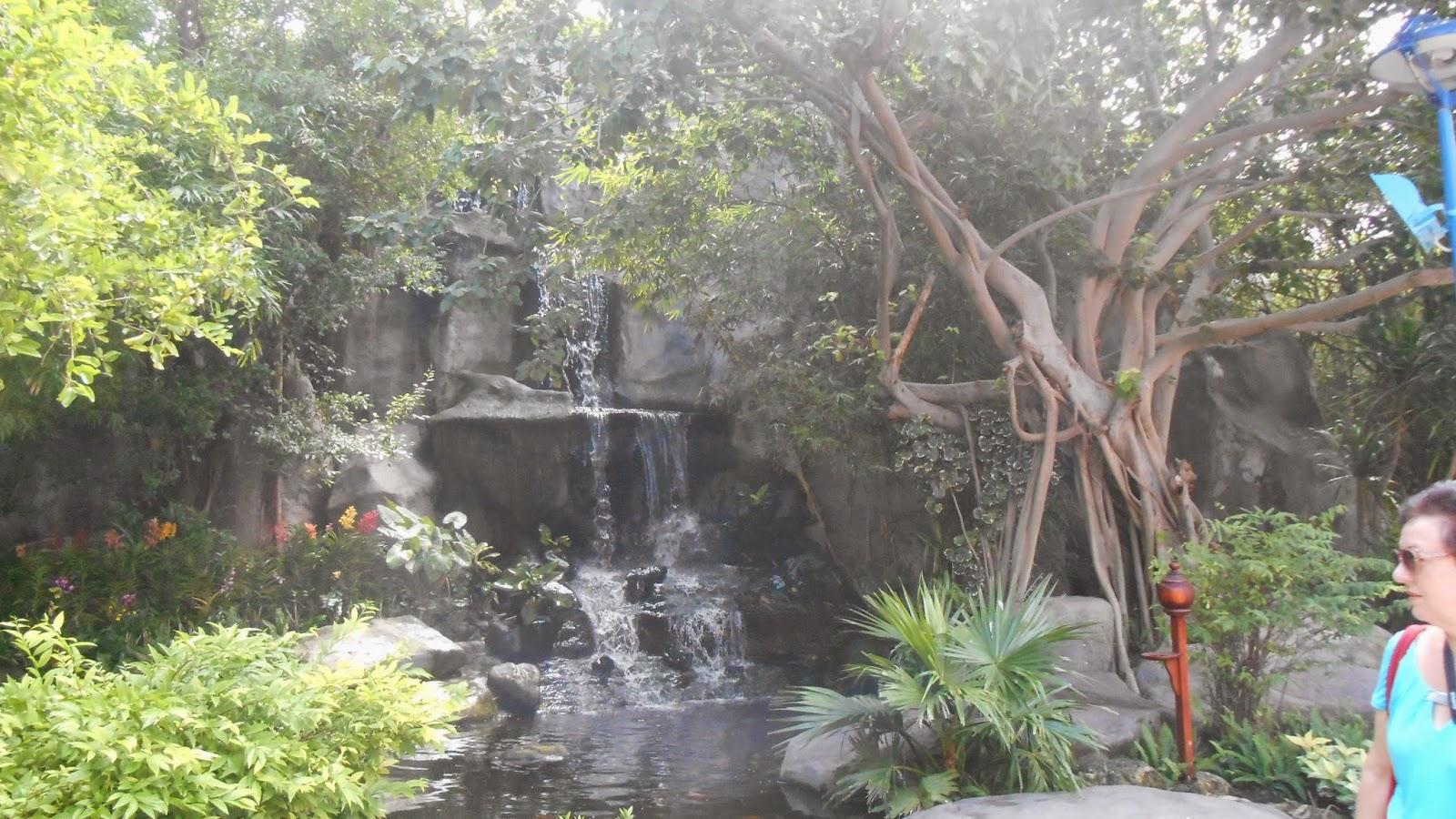 рукотворный водопад
