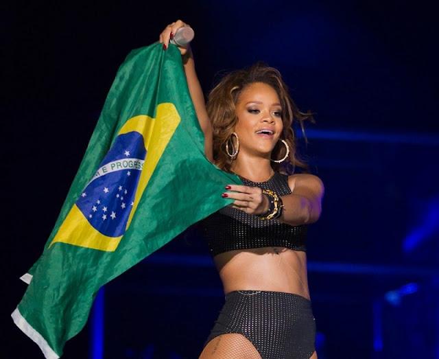 Alunos brasileiros podem ter bolsas de estudo pagas por Rihanna
