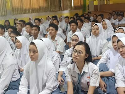 Pemberian Motivasi bagi Siswa Kelas XII T.A. 2018-2019