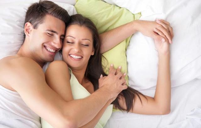 Dormir y tener sexo te harán más feliz que el dinero