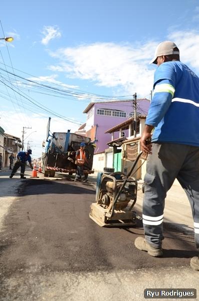Operação tapa-buracos passa pelo bairro Porto da Aldeia