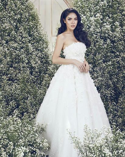 Beautiful Woman In Wedding Dress: Beautiful Transgender In Wedding Dresses