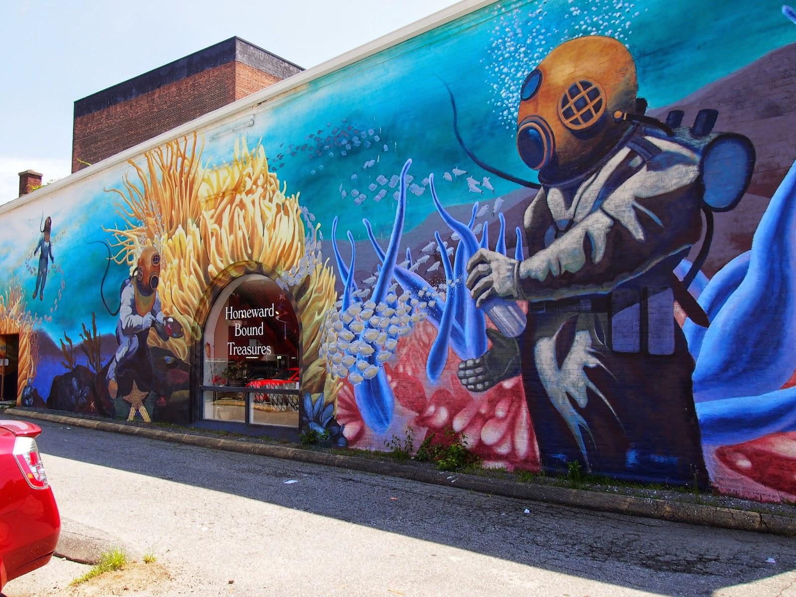 street art in new london, connecticut of scuba divers
