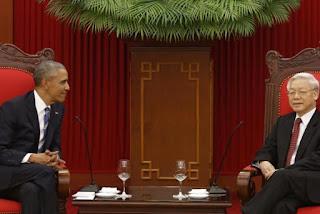 O esquerdista Obama se reúne com comunistas e anuncia o fim do embargo de vendas de armas no Vietnã